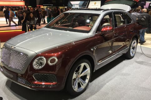 سياراة Bentley Bentayga hybrid